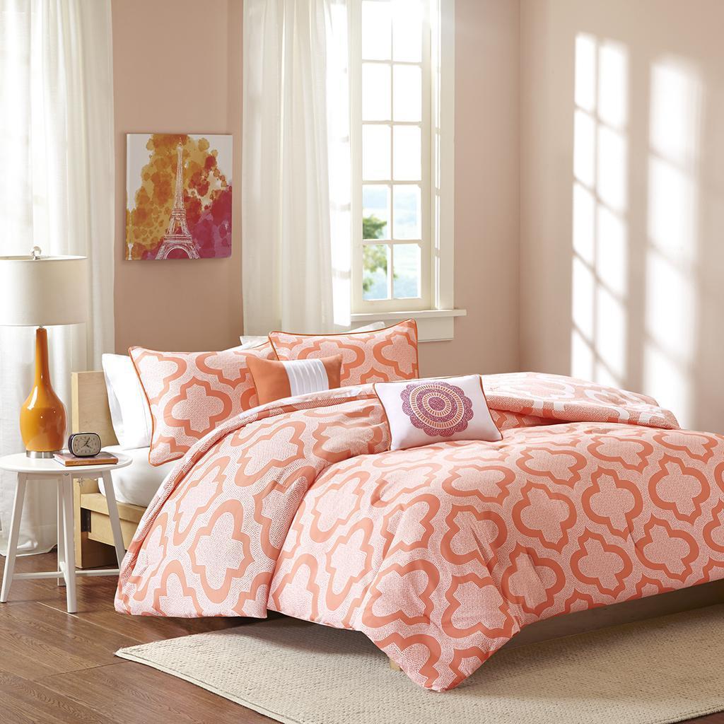 Pilar Comforter Set